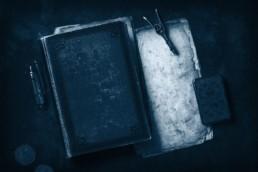 livre et outils antiques